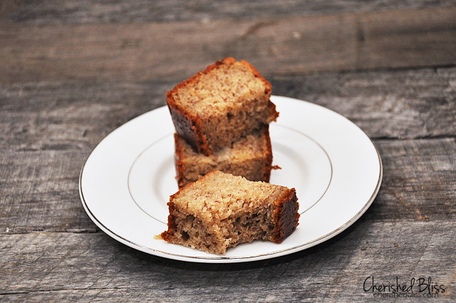Yummy Banana Bread Recipe via Cherishedbliss.com #recipe #baking