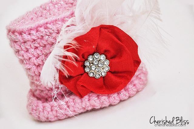 Valentines Mini Top Hat Crochet Pattern via cherishedbliss.com #crochet #pattern