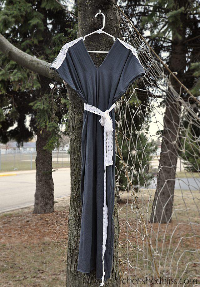 Very Easy Maternity Maxi Dress Tutorial via Cherishedbliss.com