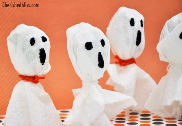 Celebrate Halloween with these cute Spooky Ghost Suckers. A GREAT last minute treat idea! #Halloween #CottonelleTarget #PMedia #ad