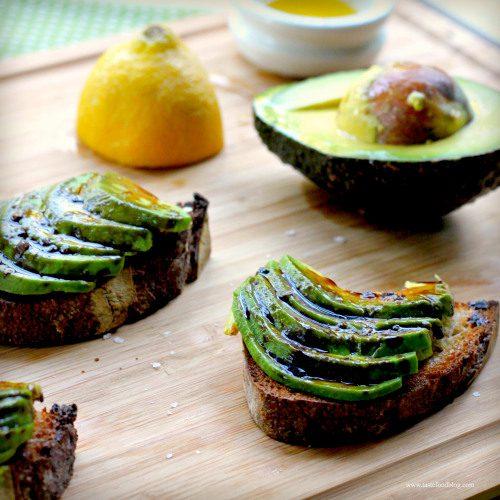 avocado-bruschetta-tastefood