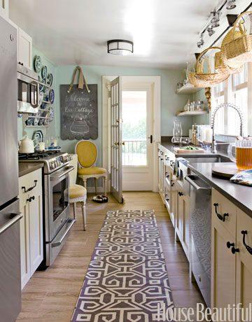 cottage-galley-kitchen-0511-makeover02-de