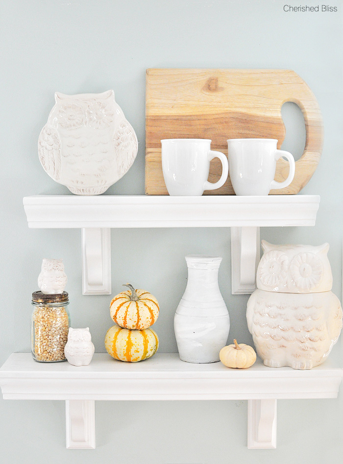 Add a little dining room fall decor to your house for a cozy season full of entertaining your guests!