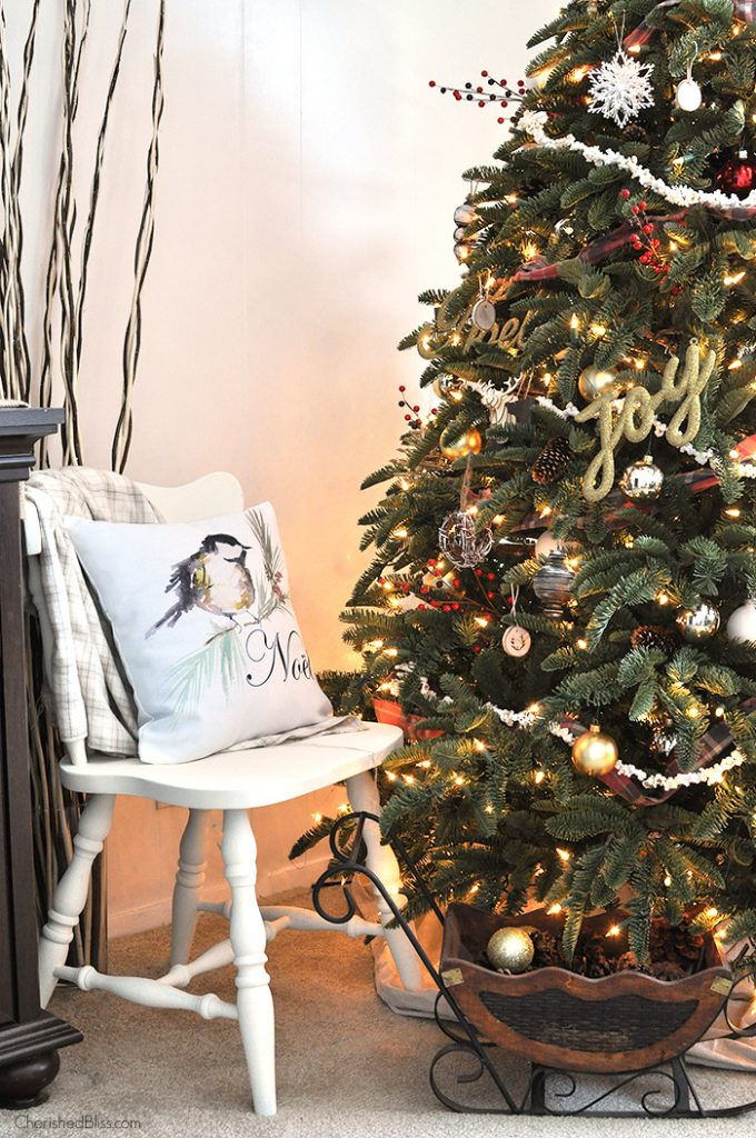 Adorned with Popcorn Garland and Rustic touches, this Old Fashioned Rustic Christmas Tree will bring a little coziness into your home this Holiday Season