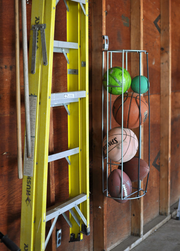 Get your Garage Organized with the Rubbermaid FastTrack System #ad #organization
