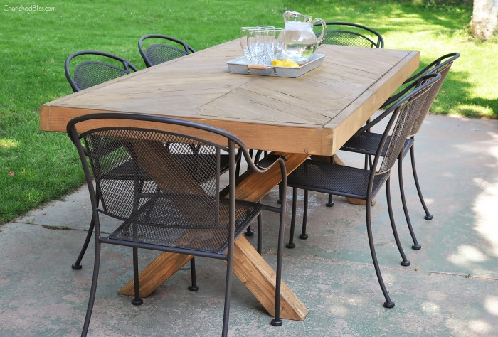 DIY Outdoor Table 31