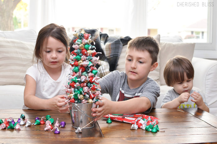How to Make a Hersheys Christmas Tree
