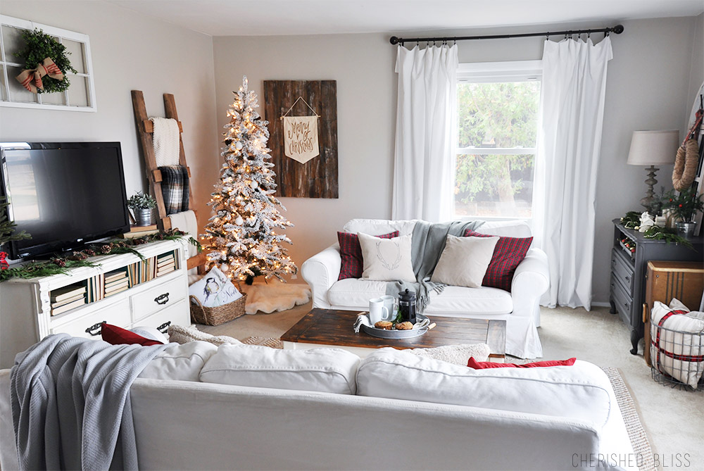Take A Stroll Through This Beautiful, Cozy Christmas Home Tour Featuring  Natural Colors With Pops