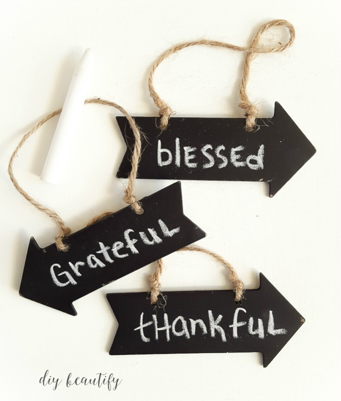 Easy Thanksgiving Garland with Chalkboard Tags - Thanksgiving DIY Decor Ideas