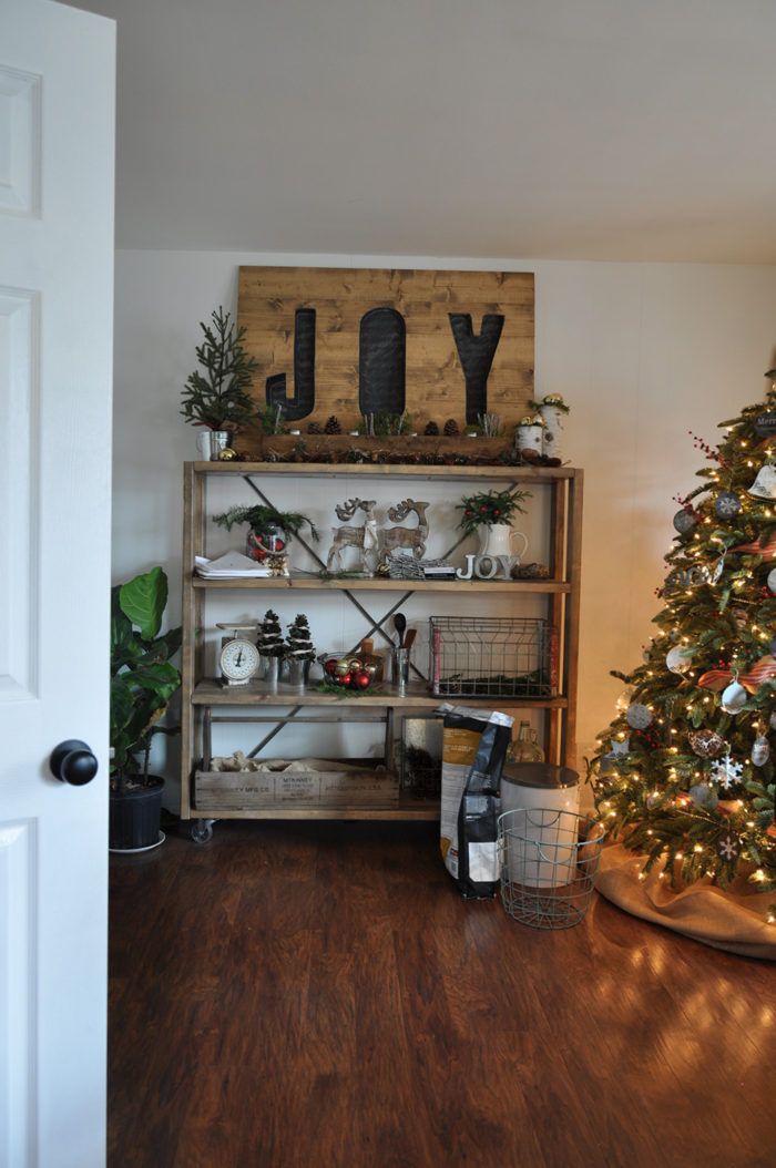 Take a stroll through Ashley of Cherished Bliss' home for a behind the scenes look at her Christmas decor!