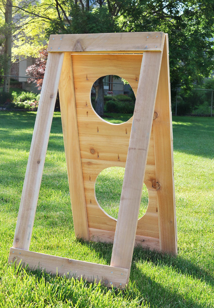 Backyard Games: Learn how to build this DIY Football Toss Game following this simple tutorial. A perfect Father's Day gift idea!!
