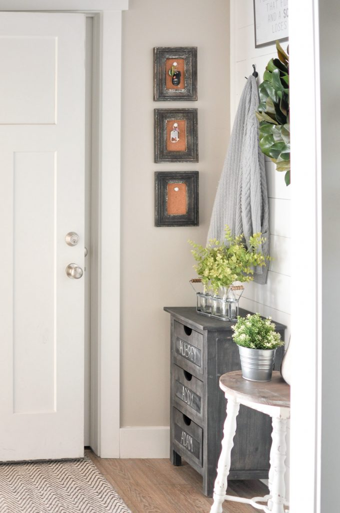 These Small Mudroom Organization ideas are both stylish and functional. Even the simplest changes can transform a space into something that works for you!
