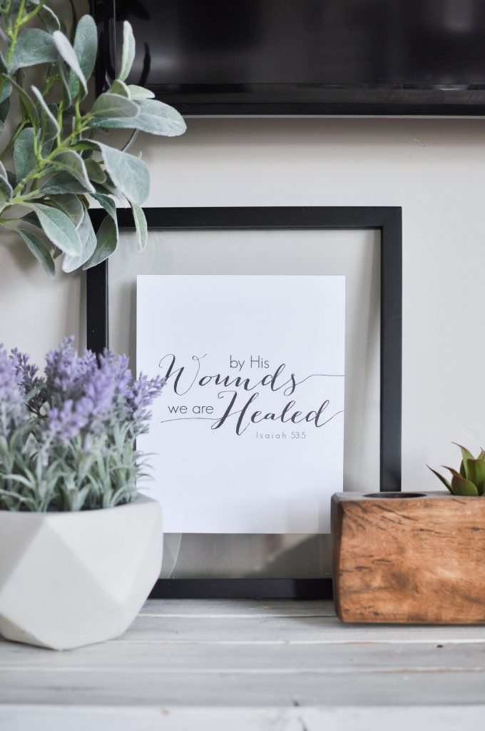 A modern Easter Printable - the perfect addition to your Spring decor!