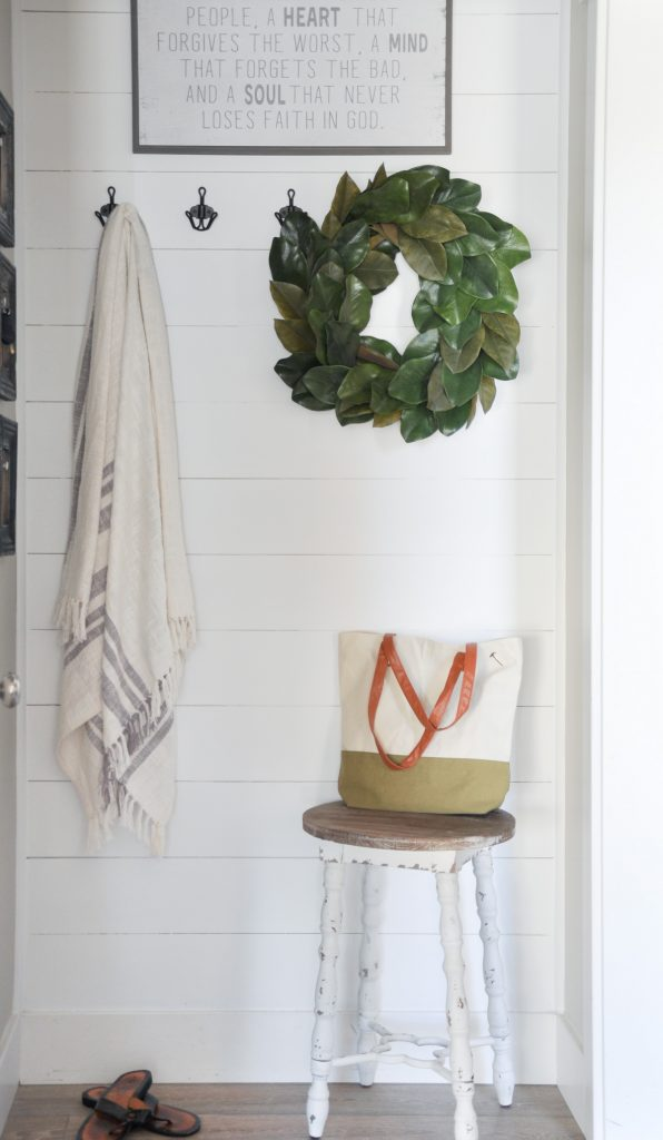 Summer days are here, the temps are warming up, and simplicity is calling! Come take a tour of this beautiful, gray and white summer Entryway.