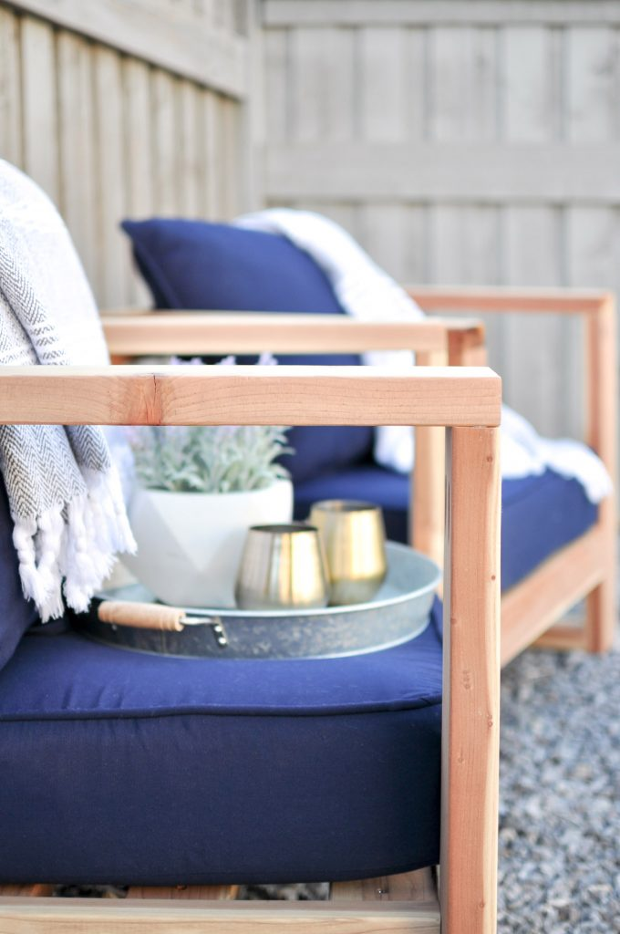 Looking for some Easy DIY Summer Projects? These Modern Outdoor Chairs will save you a ton of money!