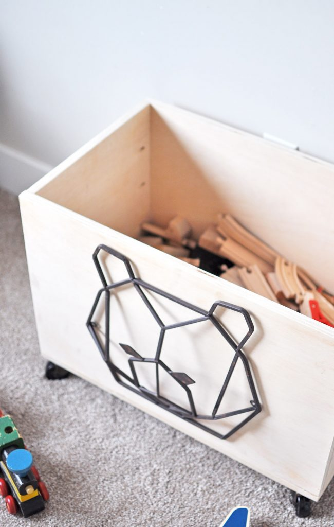 Does your kids room need more organization? Learn how to build this Easy Rolling Toy Box and hide that clutter in a cute way!