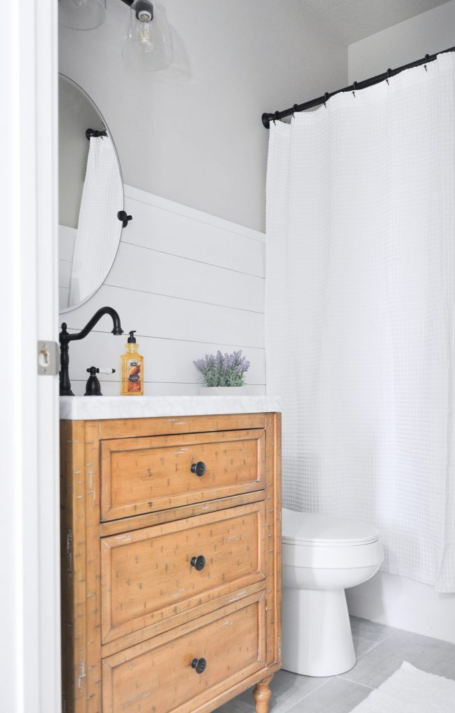 this light and airy bathroom is the perfect way to transform a small stuffy space into - Modern Farmhouse Bathroom
