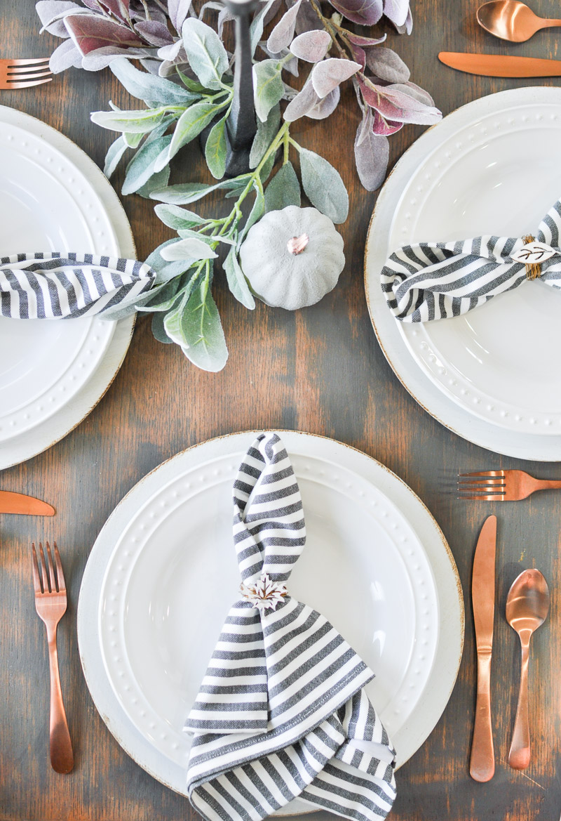 See how easy it is to pull together a Last Minute Thanksgiving Tablescape that is sure to impress your guests!
