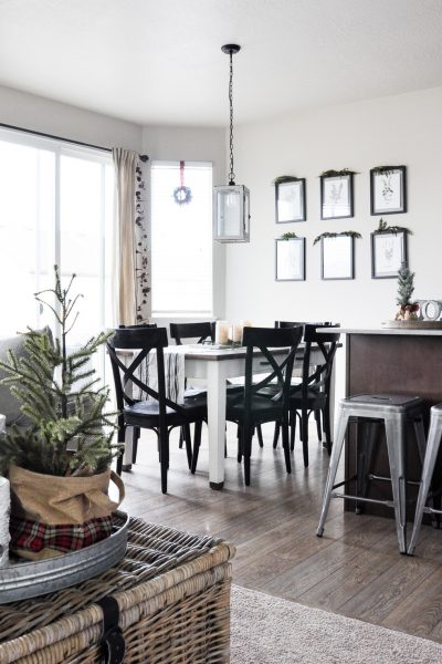 Come take a tour of this Christmas Kitchen & Dining Room along with 25 other bloggers!