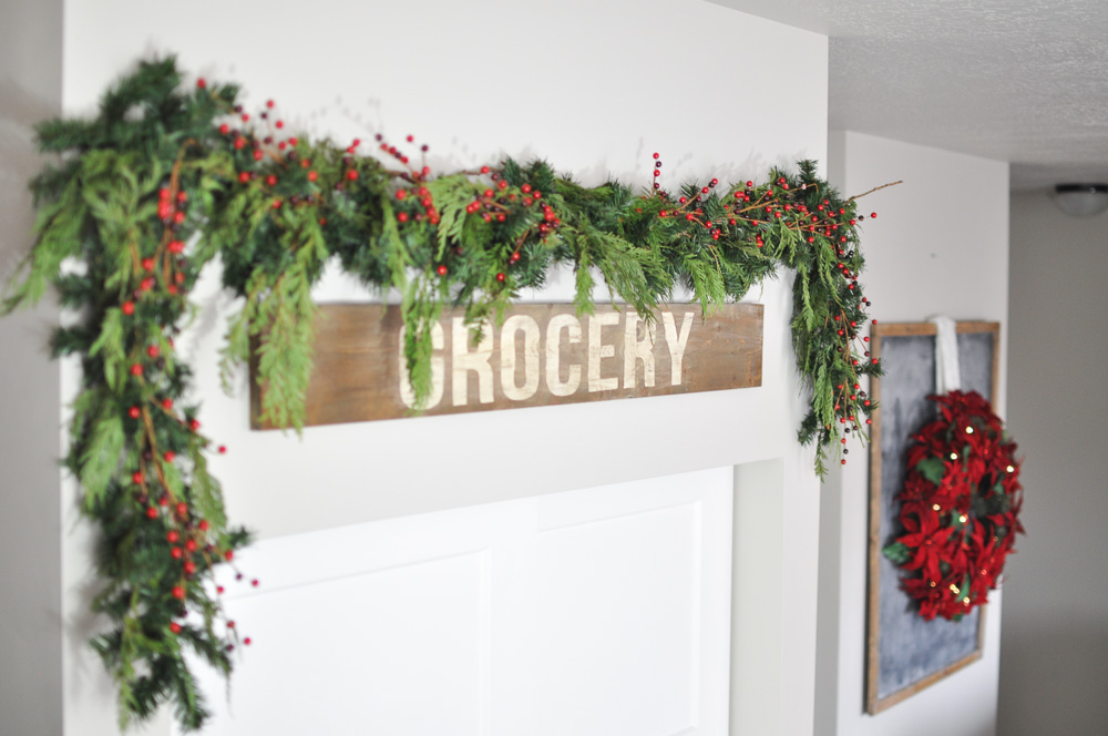 Come take a tour of this Christmas Kitchen & Dining Room along with 25 other bloggers! Simple touches are all thats needed to bring Christmas into your home