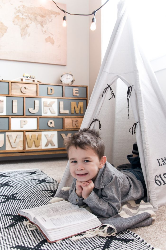 Every little boy needs a big boy bedroom at some point or another and this Navy and Gray Big Boy Bedroom is the perfect blend of simple, functional and stylish.