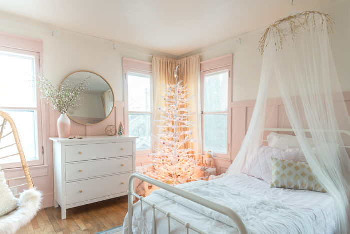 Take a tour of this Pink and Gold Bedroom featuring the perfect Little Girl Christmas Tree that will leave your princess loving her holiday room!