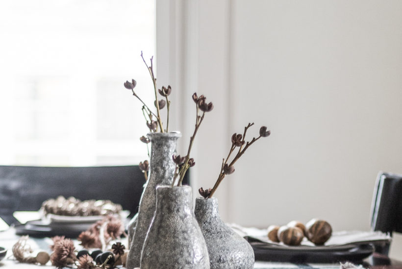 Enjoy a cozy yet Modern, Natural Fall Tablescape for your holiday family meals with a few natural elements and a simple centerpiece.