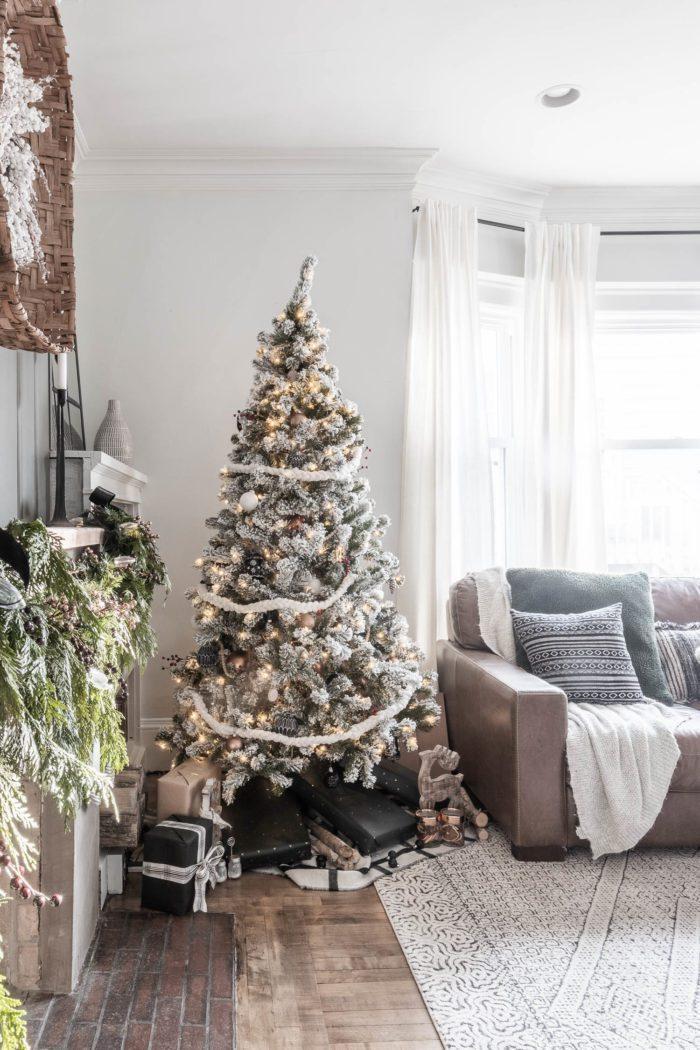 Cozy Christmas Tree Decor.