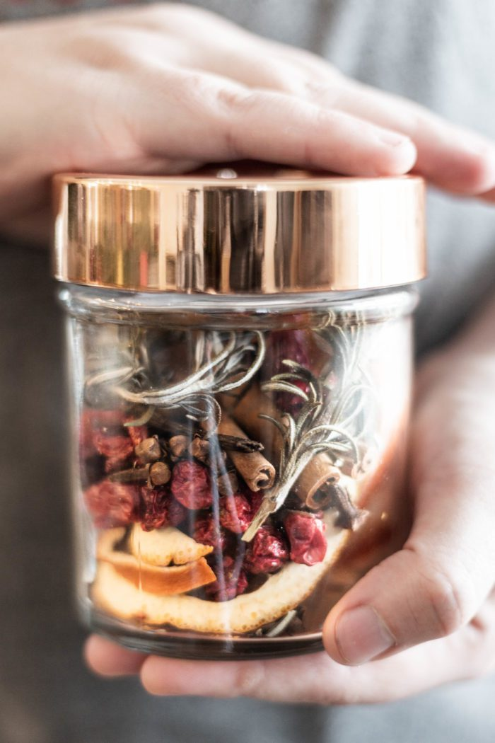 This Homemade Christmas Potpourri in a Jar makes the perfect gift for the holiday season!