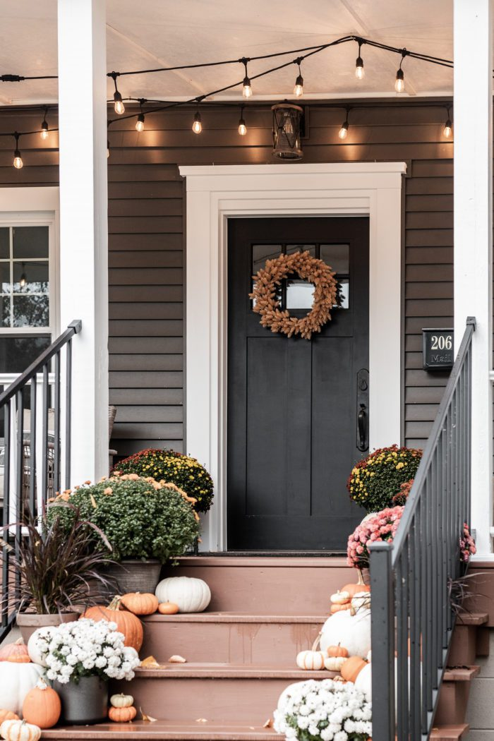 Fall Pront Porch Decor with Mums and Pumpkins