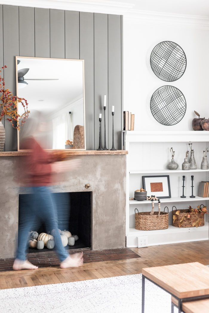 How to decorate a fall mantel with built ins.