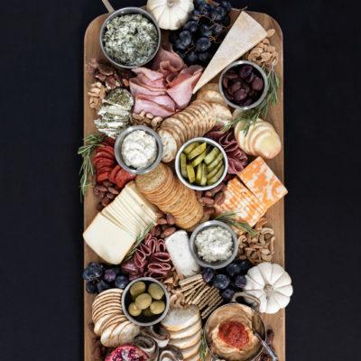 How to Build a Charcuterie Board | Holiday Entertaining