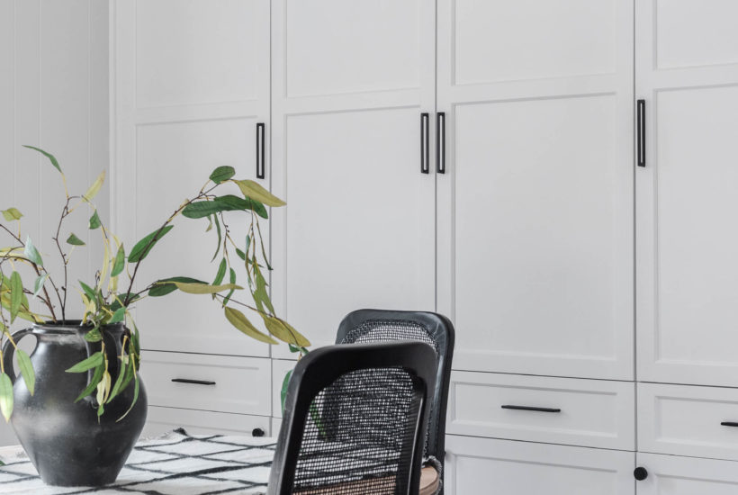 Give your old cabinets a fresh new face with these tips on how to update old cabinets with new doors, completely transforming the whole look!